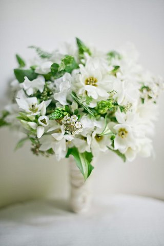 star-of-bethlehem-flowers-and-greenery-in-bridal-bouquet