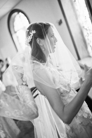 black-and-white-photo-of-bride-with-veil-getting-ready