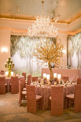 tree-mural-on-ballroom-wedding-walls-and-elm-centerpiece