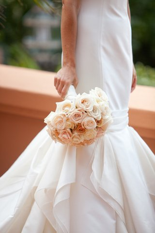 mermaid-wedding-dress-and-peach-and-salmon-flowers