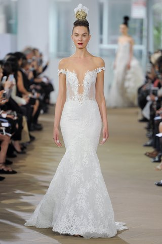 ines-di-santo-spring-2018-off-the-shoulder-plunging-v-neck-trumpet-gown-low-back-hidden-zipper