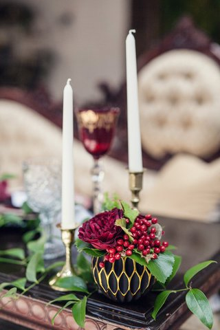 wedding-reception-table-with-a-round-black-and-gold-honeycomb-vase-red-rose-viburnum-berries