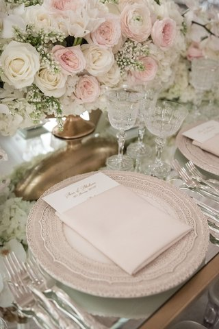 wedding-reception-mirror-table-top-pink-white-rose-centerpiece-babys-breath-gold-vase-charger-plate