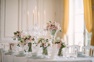 wedding-reception-table-with-high-and-low-arrangement-of-pink-roses-lisianthus-white-anemones
