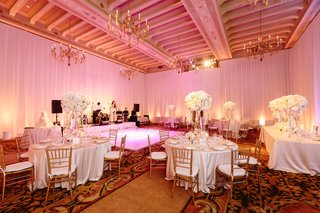 pink-lighting-in-ballroom-wedding-reception-room-with-white-flowers-live-band