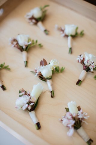wedding-boutonniere-japanese-hawaiian-influence-blush-ribbon-leaf-greenery-hawaii-wedding
