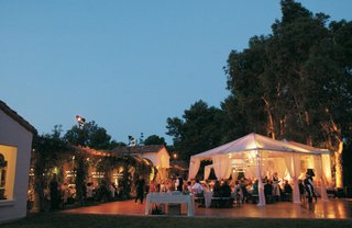 outdoor-dance-floor-and-dinner-tents