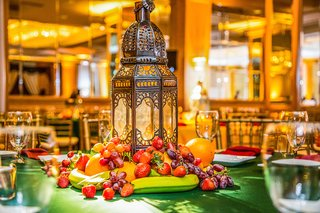 pithi-sangeet-unique-centerpiece-with-bananas-and-berries
