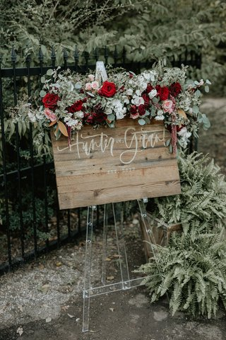 wedding-reception-welcome-sign-wood-sign-on-clear-lucite-stand-burgundy-flowers-greenery-amaranthus