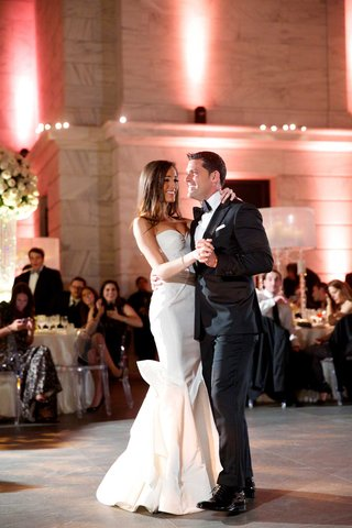 first-dance-of-chad-carroll-in-black-tux-with-jennifer-stone-in-oscar-de-la-renta-wedding-dress