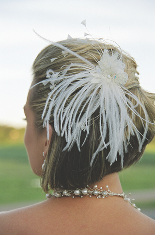 lace-and-feathers-bridal-hair-accessory