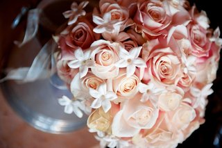 pink-and-peach-rose-bouquet-with-white-stephanotis