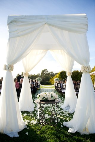 four-pillar-ceremony-canopy-on-grass-lawn-of-resort