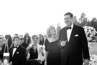 black-and-white-photo-of-grooms-mom-and-dad