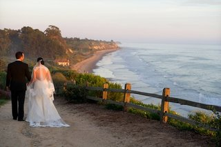 bride-and-groom-at-bacara-resort-spa-oceanfront-walkway-path