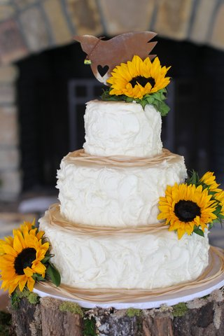 white-cake-with-whipped-frosting-and-fresh-sunflowers