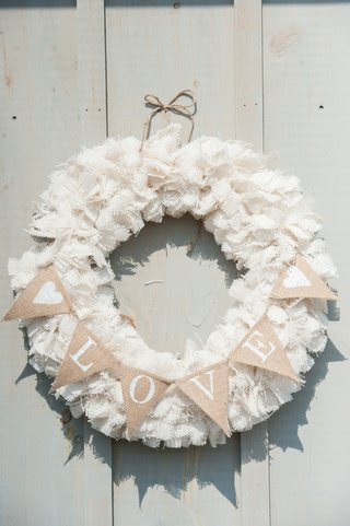 shabby-chic-burlap-wreath-with-love-sign