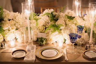 metallic-rimmed-plate-with-lush-white-flowers