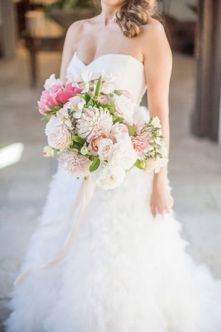 bride-in-strapless-sweetheart-neckline-monique-lhuillier-bouquet-with-pink-peony-dahlia-rose-flowers