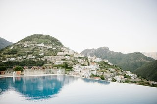 destination-wedding-location-with-views-of-italy-mountains-sea-amalfi-coast-ravello-italy