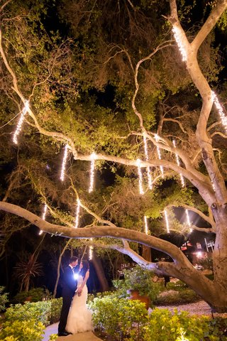 calamigos-ranch-oak-room-suspended-lights-from-tree