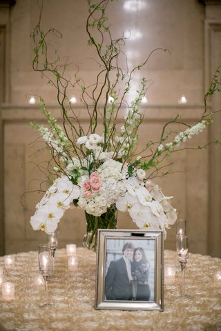 couple-photo-eclectic-floral-arrangement-orchids-hydrangea-branches-candles-roman-catholic-church