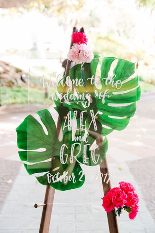 wedding-welcome-sign-green-tropical-jungle-leaves-bright-pink-flowers-lucite-acrylic-sign-white