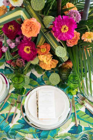 tropical-wedding-inspiration-simple-dishware-and-goldware-to-not-clash