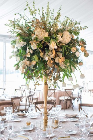 gold-wedding-centerpiece-with-green-leaves-rose-tulip-laser-cut-table-number
