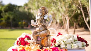 outdoor-indian-wedding-ceremony-with-a-golden-ganesh-statue