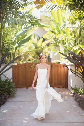 bride-in-j-mendel-wedding-dress-maui-destination-wedding-natural-beauty-bride
