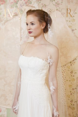 ivy-aster-veil-with-flowers-and-strapless-dress