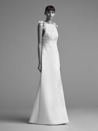 viktor-and-rolf-mariage-fall-winter-2018-wedding-dress-high-neck-bow-detail-bridal-gown-silk-satin