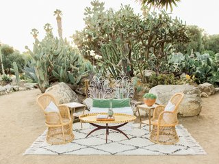 desert-wedding-inspiration-vintage-lounge-area-moroccan-rug