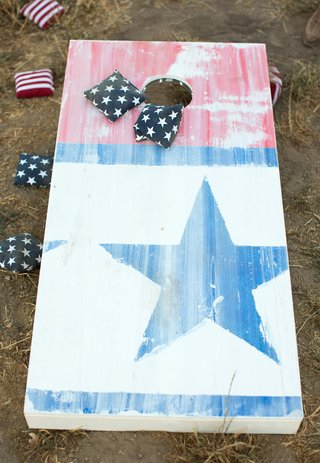 stars-and-stripes-printed-cornhole-board-and-beanbags