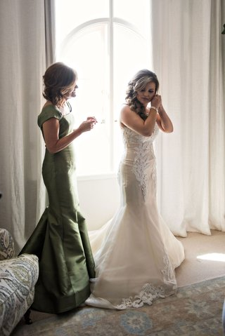 mother-of-bride-in-olive-green-gown-cap-sleeve-mermaid-style-curled-hair-bridal-suite