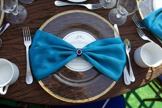 blue-linen-napkin-and-gold-rimmed-charger-plate