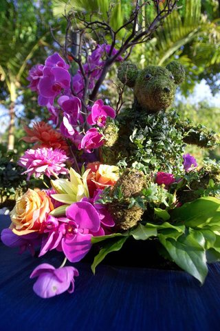 fuchsia-and-orange-floral-arrangement