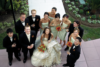 bridesmaids-in-green-dresses-and-groomsmen-pose-with-bride