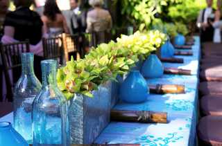 tablecloth-topped-with-blue-motif-and-square-vases