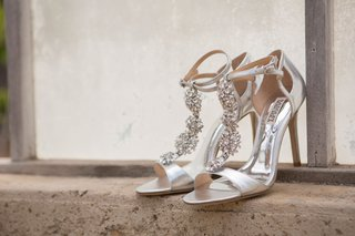 badgley-mischka-sparkle-silver-heels-open-toe-sandals-ankle-strap-t-strap