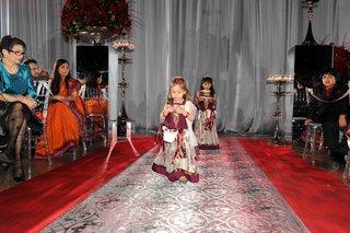 damask-silver-aisle-runner-and-flower-girls