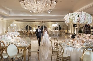 wedding-reception-portrait-of-bride-and-groom-crystal-chandelier-gold-white-pink-decor