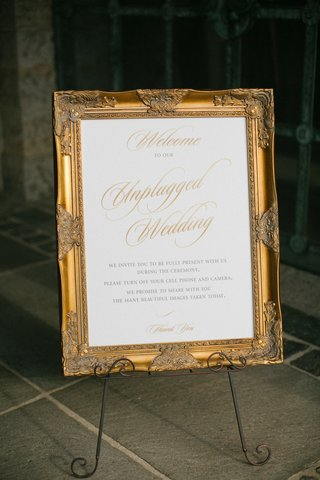 unplugged-wedding-ceremony-sign-with-fancy-gold-frame