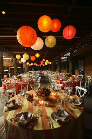 paper-lanterns-and-colorful-linens-in-barn