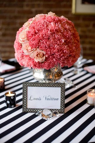 framed-table-name-and-pink-centerpiece