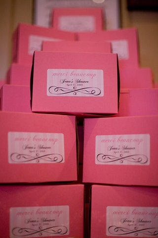 pink-favor-boxes-with-sticker