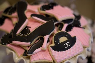 pink-and-black-fashion-cookies