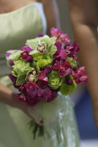 bridesmaid-bouquet-of-pink-and-green-flowers