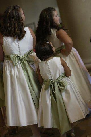 white-flower-girl-dresses-with-green-ribbon-belt